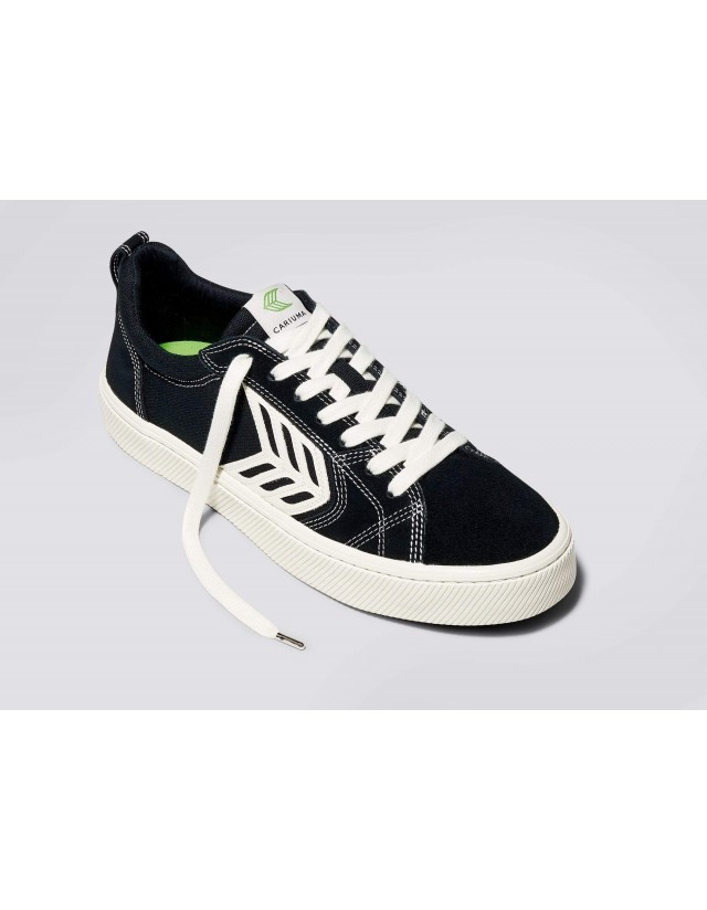 Cariuma Catiba Pro - Black Contrast Thread - Skate Shoes  - Cover Photo 1
