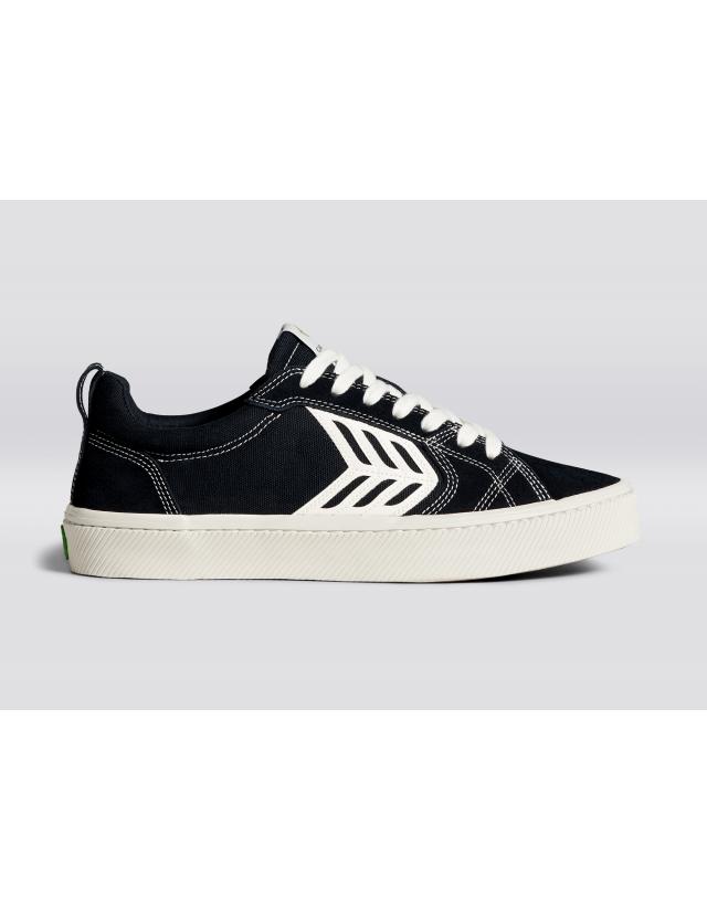 Cariuma Catiba Pro - Black Contrast Thread - Skate Shoes  - Cover Photo 2